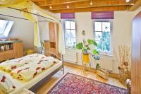 Schlafraum mit Doppelbett und Gartenblick - Bild 3: S25-Berlin: gemütliche Ferienwohnung in exponierter Lage am Rande Berlins