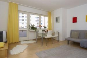 Zentral! Geräumiges 2-Zi.-Apartment (57 qm) - (007) English text below